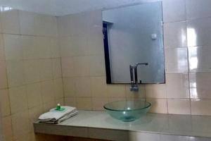 Ratna Hotel Probolinggo - Kamar mandi