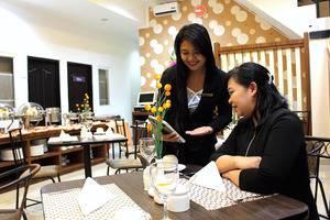 Mel's Inn Manado - Orange Restaurant