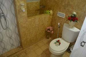 Nitada Hotel & Residence Yogyakarta - bathroom grand deluxe twin