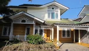 Villa Alika Palm Garden Puncak