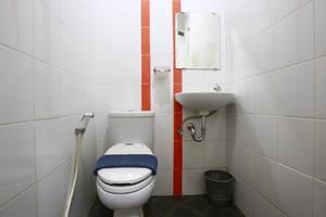 RedDoorz at Mangga Besar 7 - Bathrooom