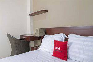 RedDoorz Plus near Ambassador Mall Setiabudi -
