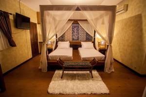 Villa Aquin Solo - king size bed