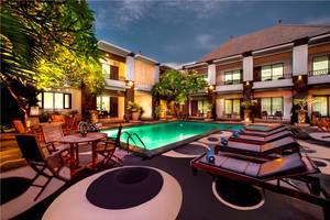 The Radiant Hotel Bali - Pemandangan Kolam Renang
