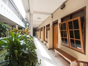 RedDoorz near Plaza Araya Malang - Exterior