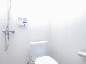 Airy Ungasan Dharmawangsa 42 Bali - Bathroom