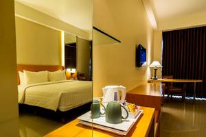Golden Palace Lombok - Superior King Size Bed room