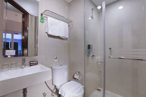 Fame Hotel Sunset Road Kuta Bali - Bathroom
