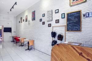 RedDoorz near Pasar Baru Trade Center Bandung - Interior
