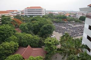 Hotel Graha Cempaka Surabaya - Dekat dengan Universitas Ubaya , hanya 5 menit dengan berjalan kaki dari Hotel kami .