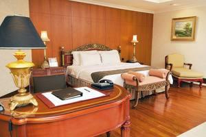 Sunlake Hotel Jakarta - Royal Suite Room
