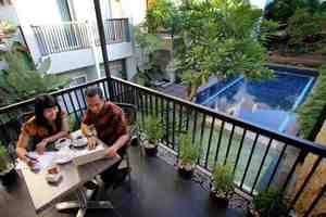 Prime Royal Hotel Surabaya - Pool
