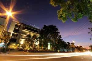 Prime Royal Hotel Surabaya - Tampilan Depan