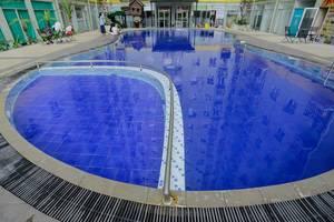 RedDoorz Apartment @The Suites Metro Soekarno Hatta Bandung - Kolam Renang