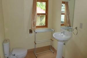 Tuk Tuk Timbul Bungalows Samosir - Kamar mandi