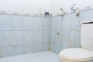RedDoorz @Raya Kubu Anyar Bali - Kamar mandi