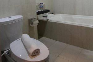 Ommaya Hotel Solo - bathroom