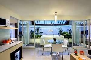 HARRIS Hotel Kuta - HARRIS Sunset Suite