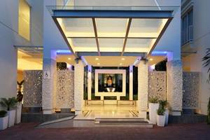 Holiday Inn Express Bali Kuta Square Bali - Eksterior