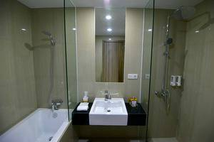 Odua Weston Jambi Jambi - Bathroom