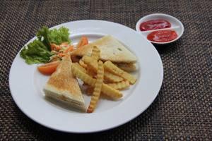 Hotel Namira Syariah Pekalongan - chicken sandwich