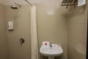 NIDA Rooms Kubu Anyar 43 Legian - Kamar mandi