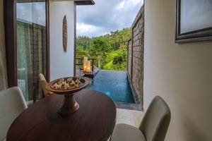 Udhiana Resort Ubud Bali - Meja