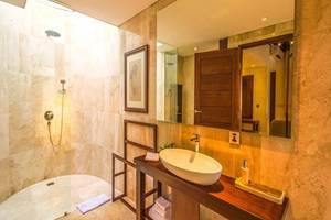 Udhiana Resort Ubud Bali - Kamar mandi