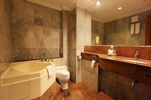 Hotel Harmoni  Batam - Bathroom