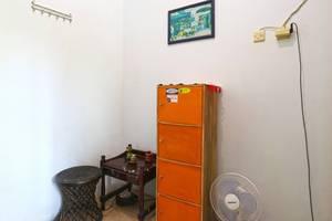 Da Rifi Hostel Surabaya - Room View