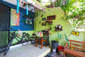 Da Rifi Hostel Surabaya - Surrounding