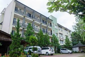 Lotus Hotel Bandung - Exterior