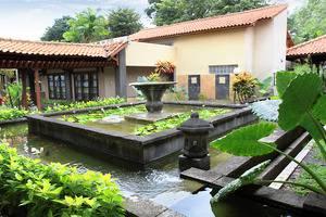 Singgasana Hotel Surabaya - Fountain
