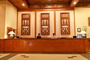 Singgasana Hotel Surabaya - Penerima tamu
