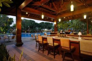 Singgasana Hotel Surabaya - Pool Side Bar