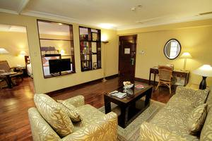 Singgasana Hotel Surabaya - Executive Suite Living room