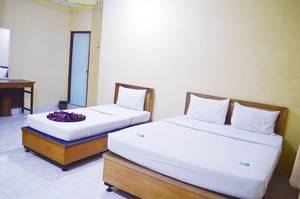 Hotel Yuriko Padang - family room