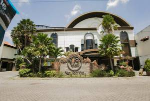 V3 Hotel Surabaya - Tampak Depan