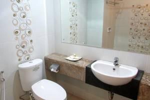 Topas Galeria Hotel Bandung - Toilet Superior