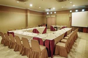 Lotus Garden Hotel Kediri - Meeting Room