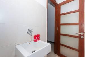 ZEN Premium Pecatu Tanjung Simah Bali - Kamar mandi