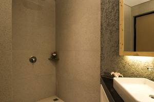 Ayaartta Hotel Malioboro Yogyakarta - Standing shower available for Superior, Deluxe, Deluxe Premier Balcony and Family Room