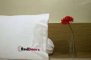 RedDoorz @ Bunut Sari Legian Bali - Kamar tamu
