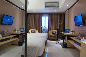 Nagoya Mansion Batam - Deluxe Room