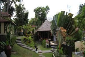 Villa Nirvana Bali - Taman