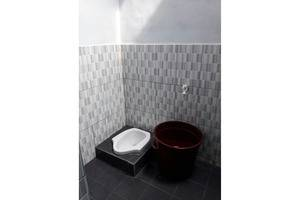 Dahlia Asri Homestay And Guest House Purwakarta - Bathroom