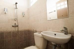 RedDoorz @Gatot Subroto Bandung - Kamar mandi