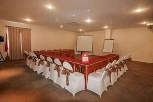 NIDA Rooms Surabaya Kedungsari - Ruang Rapat