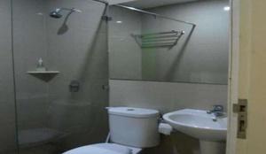 Robotel Makassar Makassar - Bathroom