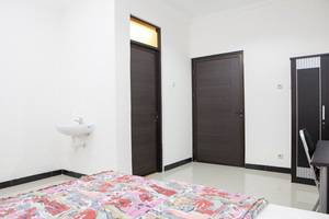 RedDoorz @ Cihanjuang Cimahi Bandung - Kamar tamu